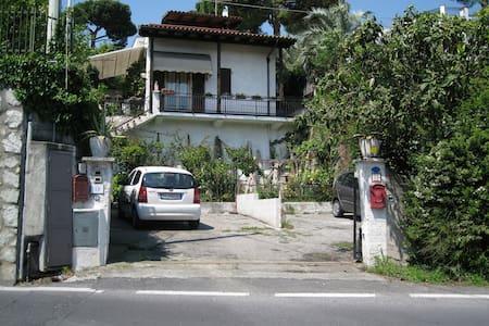 Villetta singola con giardino - Boissano