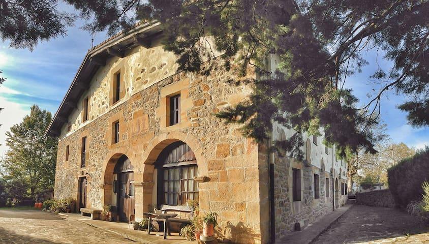 Casa Rural con encanto Areano - Eskoriatza - Aamiaismajoitus