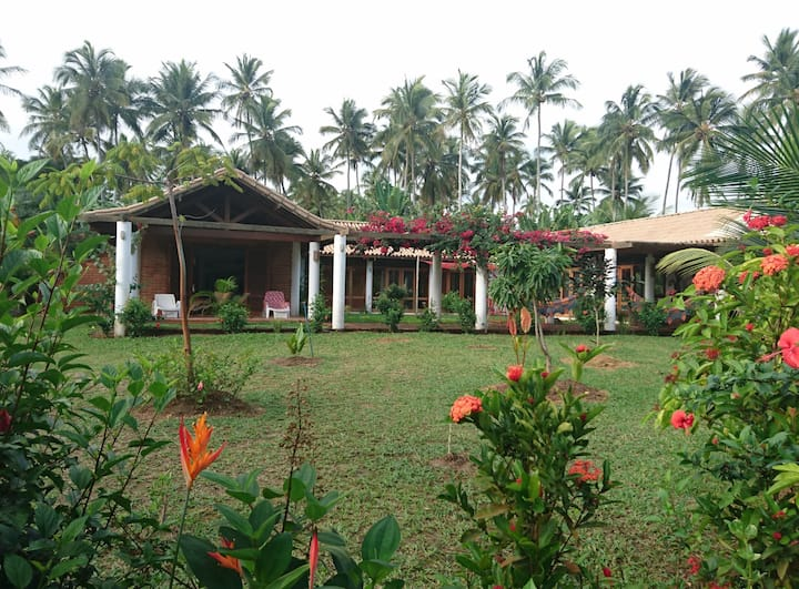 House 200 m from beach in paradise
