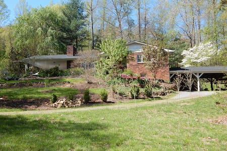 Country setting close to city vibe! - Swannanoa