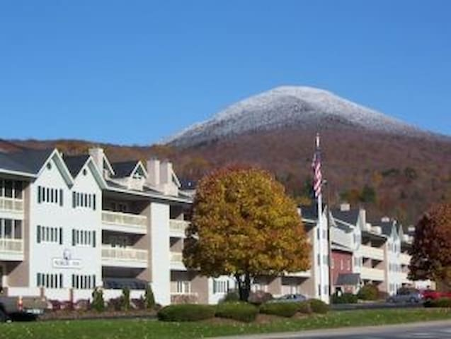 2 BR Condo in White Mtns of Charming Lincoln, NH