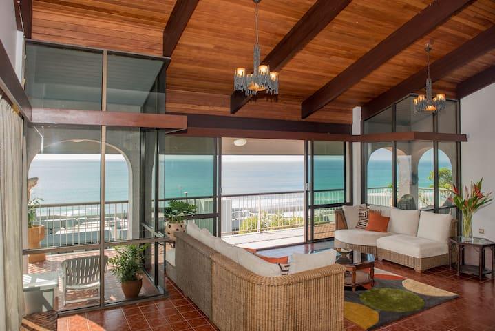 CURRUMBIN Beachfront 4 bedroom luxury home