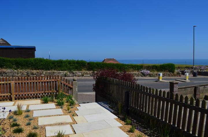 August House - Gorgeous sea view - sleeps 9.
