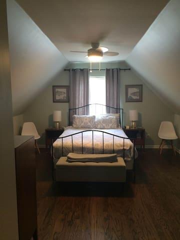 Bedroom for UVA Graduation Weekend - Charlottesville - Casa