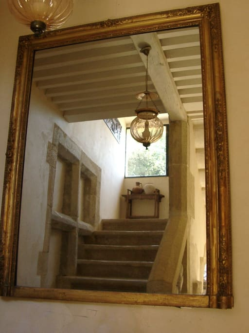 The main stairway/ Le grand escalier