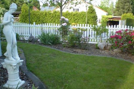 Familienfreundliches Haus mit Terasse/Garten/Teich - Casa