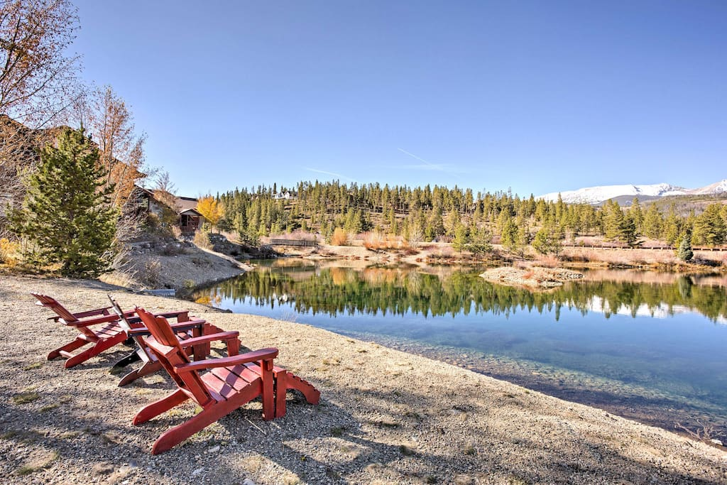 Relax in the High Country rays around the beautiful nearby pond.
