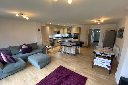 sleeps 8, HOT TUB close to Blackpool attractions