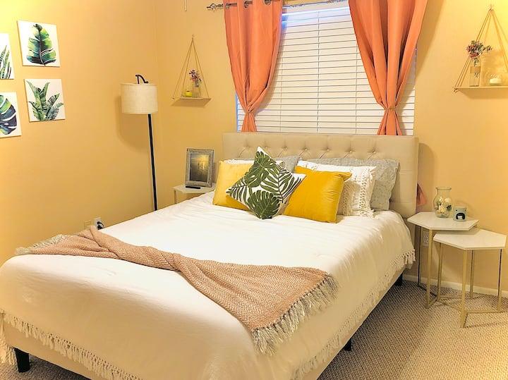 Cozy bedroom in the Heart of Peoria