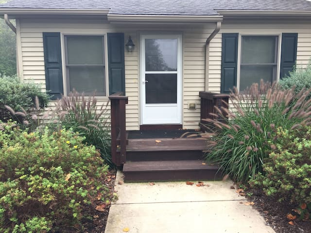 Nice Apartment Walking Distance to Beaver Stadium - State College - Apartmen