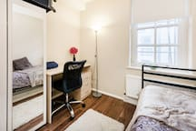 Cosy room in Russell Square, Shared.