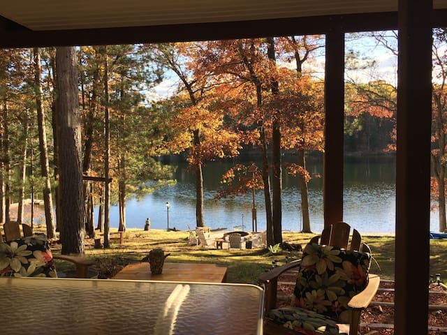 ABBOTT LAKE HOUSE:Fall colors are coming-dates OPEN!
