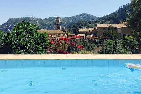 Double, private bathroom and balcony, pool&garden - Valldemossa