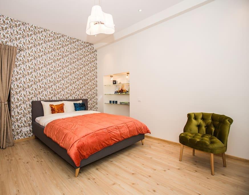 200 x 160 cm bed