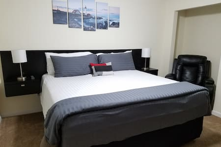 Spacious King Room | Personal Bathroom - Elizabethtown - Huis