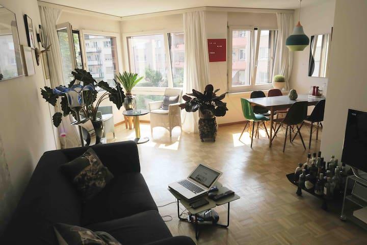 Stylish Apartment on restaurant street yet quiet
