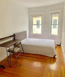 4A. Spacious and clean 1BD near bus to Boston