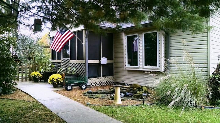 Cozy Cottage  close to UIndy & Downdown