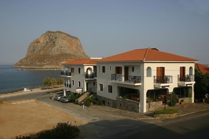 HOTEL PRAMATARIS MONEMVASIA