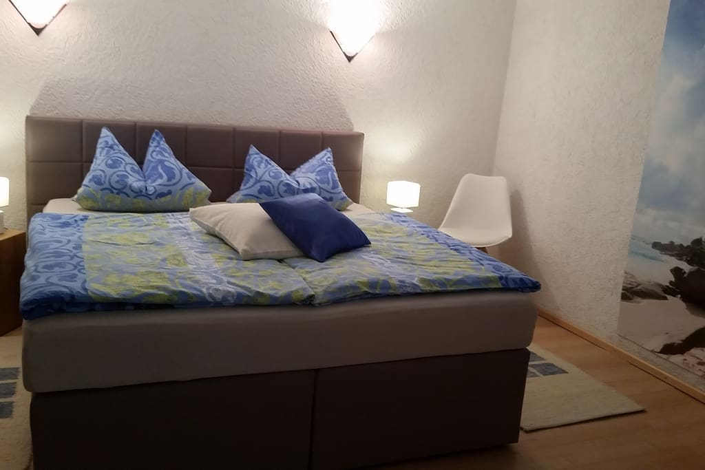 Neues Boxspring-Bett