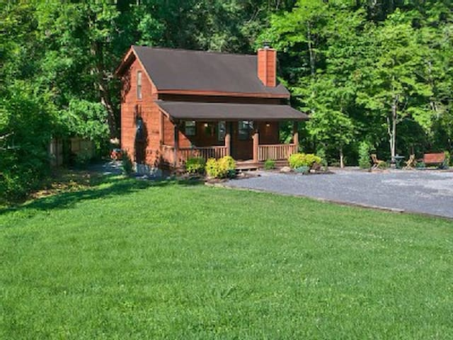 CREEKSIDE RETREAT,hot tub, king bed - Sevierville - Casa