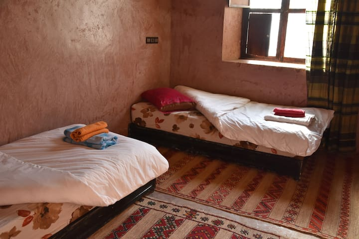 Dar Afra vallée Ait Bouguemez: Chambre Triple