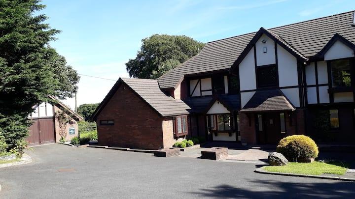 Tudor Lodge - Ensuite Room 2