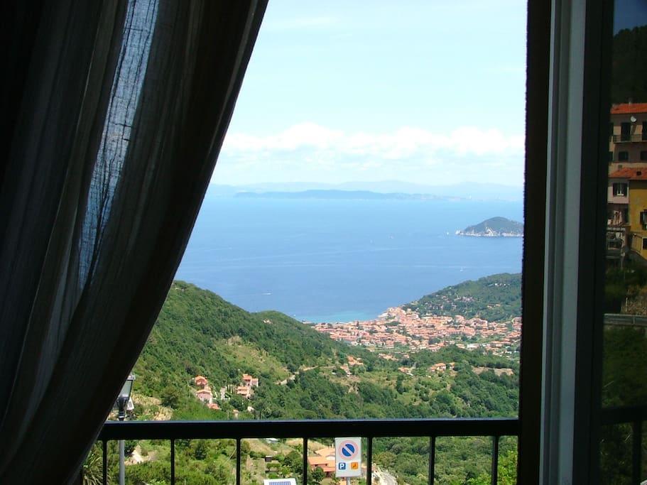 La vista panoramica dalla finestra di camera