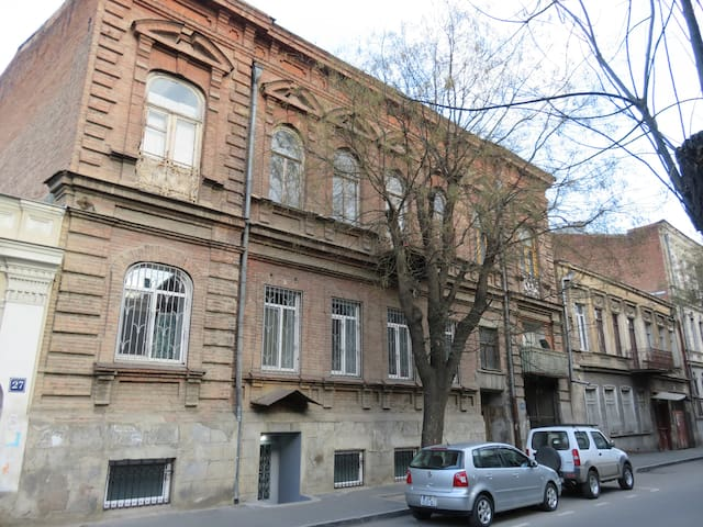 Efficiency In Charming Tbilisi Neighborhood - Tbilisi - Apartament