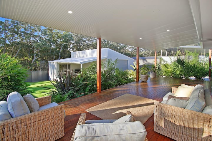 Luxury, Spacious Entertaining Areas & Close to Hyams Beach
