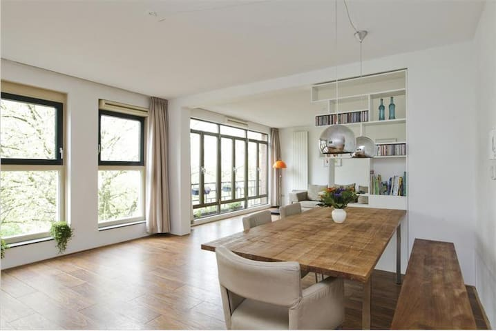 Large Apartment Near Metro - Rotterdam - Huoneisto