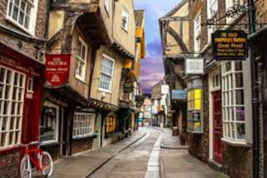 Impression of the curly winding streets in York