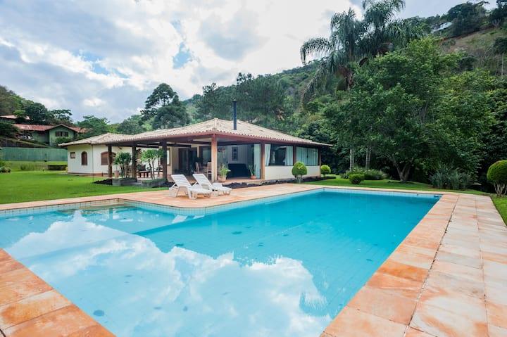 Muito verde e conforto em Itaipava!