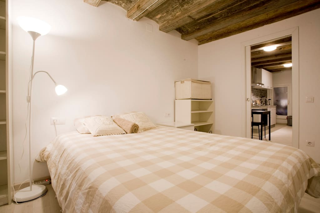 Cozy room with comfortable double bed.