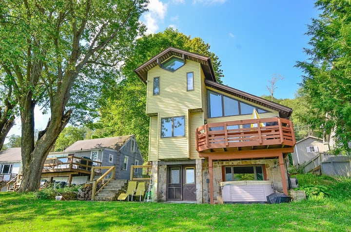 NEW! Lakefront w/Private Dock, Fire Pit, & Foosball Table!