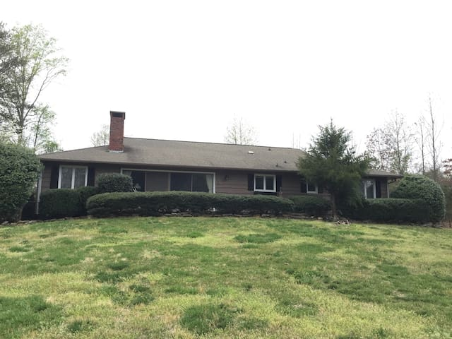 8 M. FROM TRYON EQUESTRIAN CENTER - Tryon - House