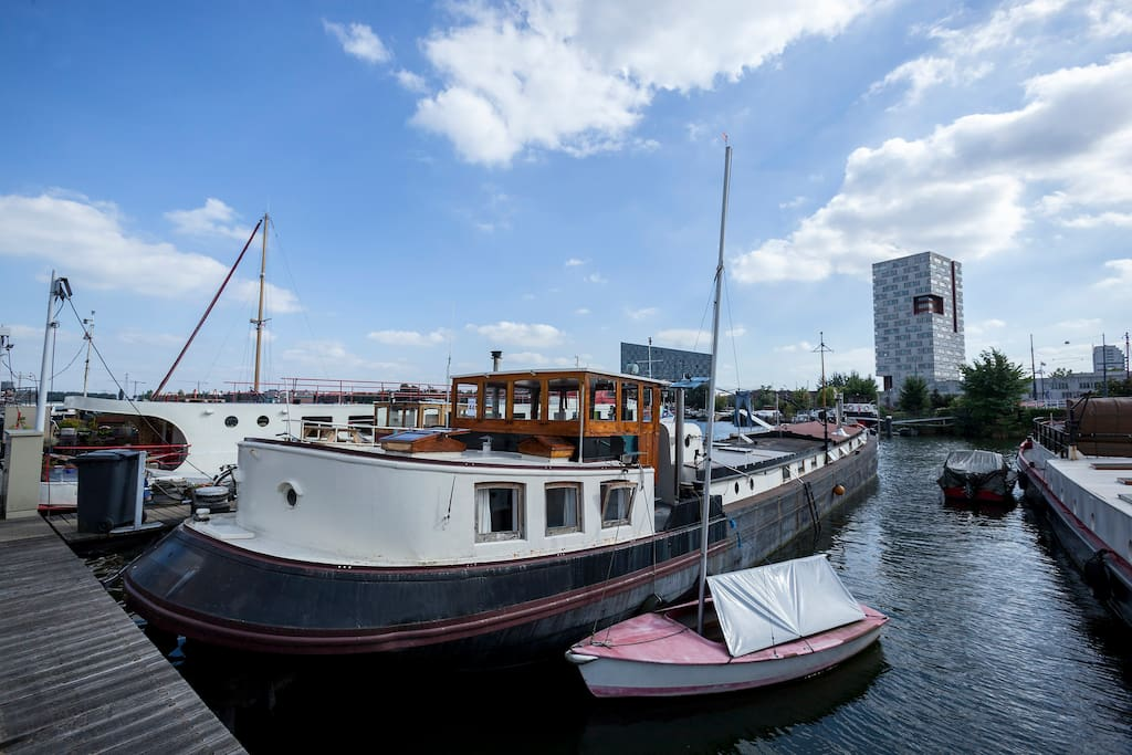 Cosy comfortable houseboat close to city centre for Airbnb amsterdam houseboat