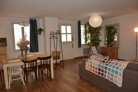 Appartement avec jardin dans un joli bourg