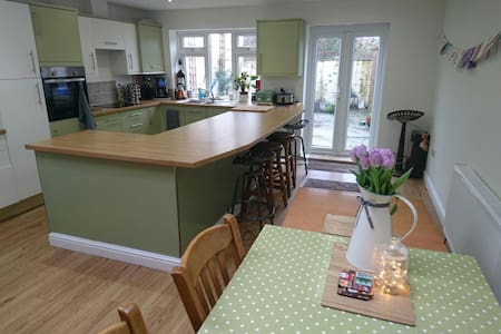 Large 3 Storey 4 bed Town House - Driffield - Ház
