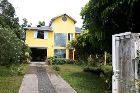 Kaz Cacao Chambres chez l'habitant - Capesterre Belle Eau - House
