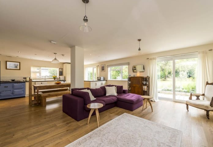 Open plan 3-bed bungalow with large garden