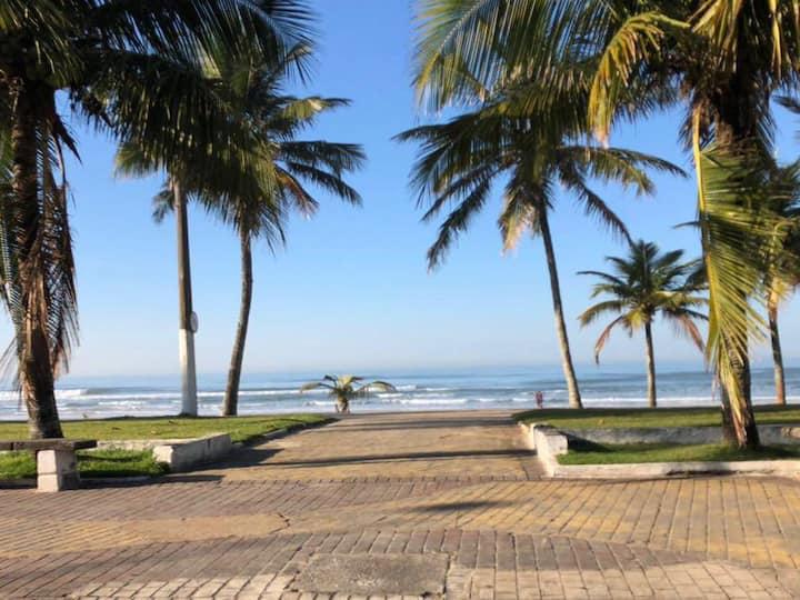 200 metros da Praia na Enseada para 6 pessoas