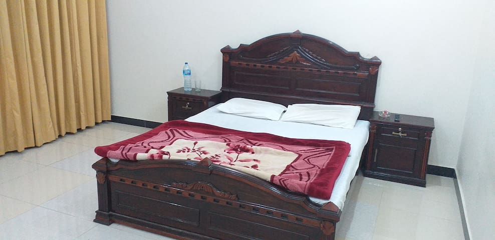 Usmania Guest House Room Available for rent