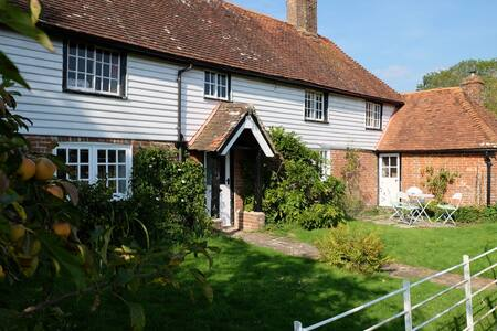 Beautiful airy Sussex country house - Bines Green - Hus