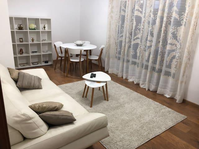 Big Ben New Bazaar Apartment
