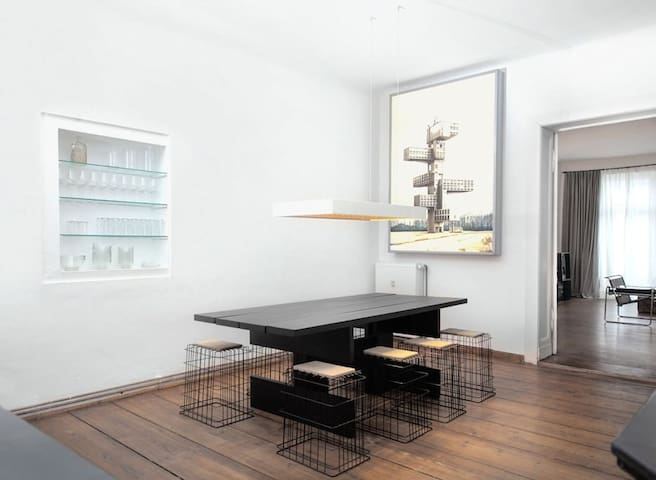 Spacious Altbau Apartment Berlin Center