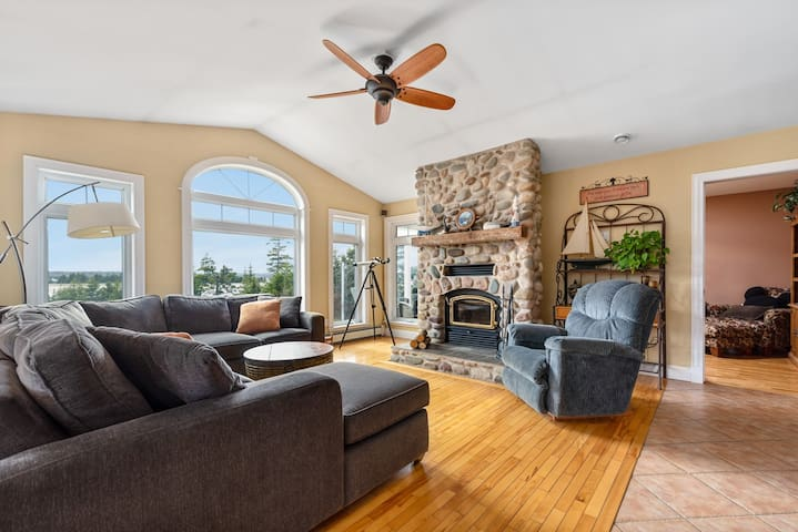 Amazing Oceanfront Home near Lawrencetown Beach