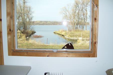 Beautiful Lake Traverse Suite
