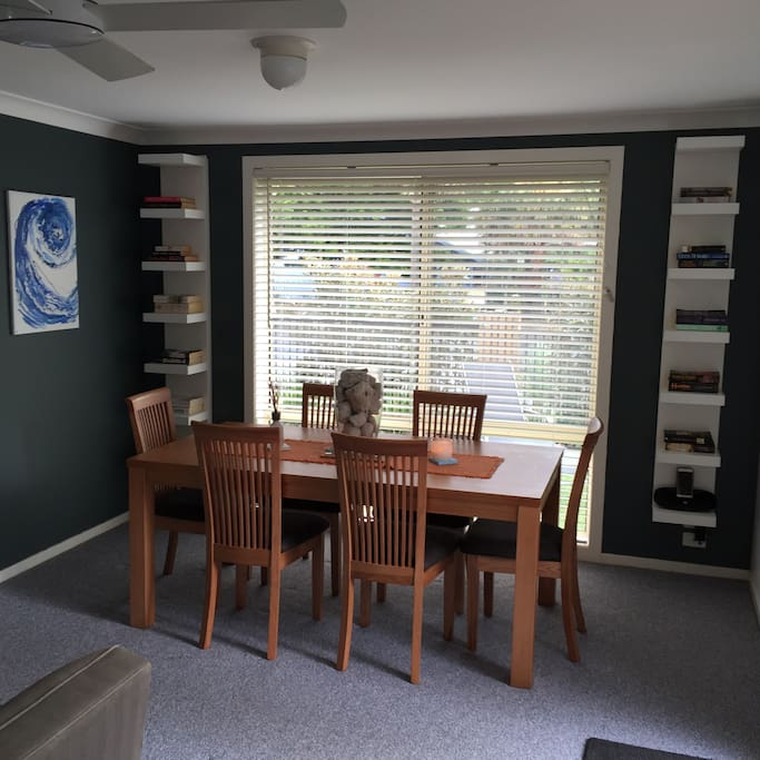 Modern Dining area, seating for 6 adults and an assortment of books