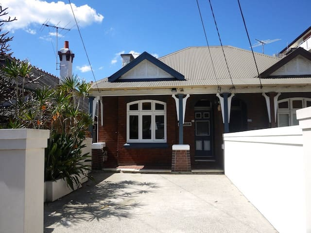 6 Bedroom House at Coogee Beach (2x 3 bed apts)